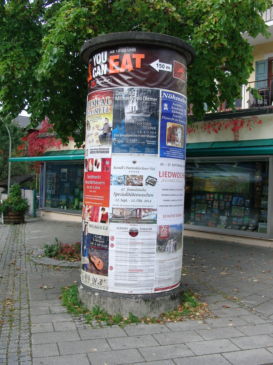 advertising-pillar-454222_1280